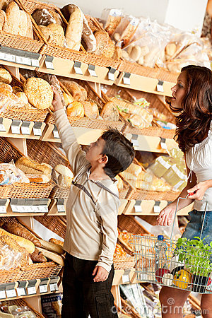 Grocery store - Woman and child choosing bread