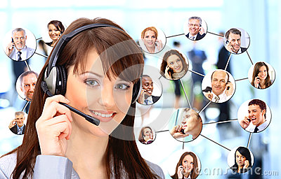 Groep die mensen op de telefoon spreken