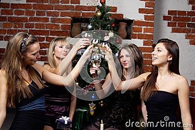 Groep gevierde gilrs Kerstmis
