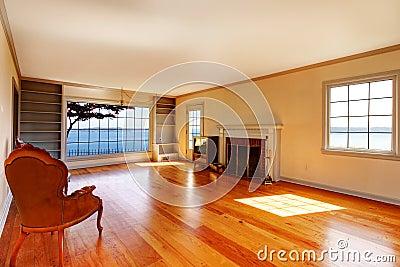 einstiegstür und ein roter moderner stuhl leeres wohnzimmer mit, Wohnzimmer dekoo