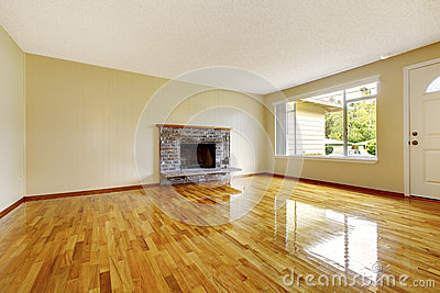 einstiegstr und ein roter moderner stuhl wohnzimmer mit weiem ziegelsteinkamin stockfoto bild 43488387