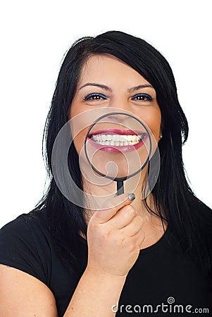 Großes weißes toothy Lächeln