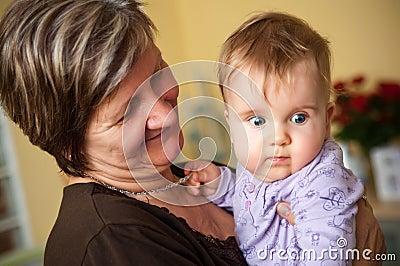 Großmutter und Schätzchen