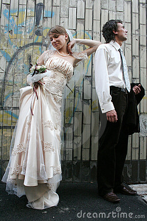 Groom and bride and a graffity wall