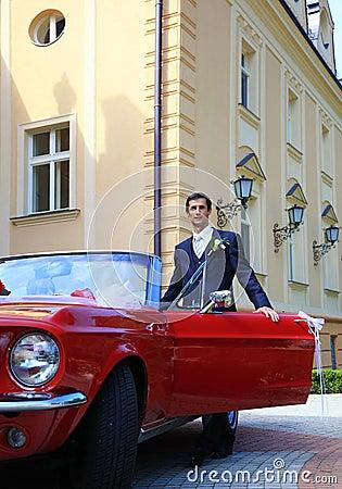 Groom with cabrio car
