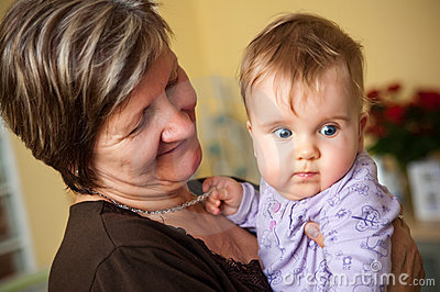 Grootmoeder en baby