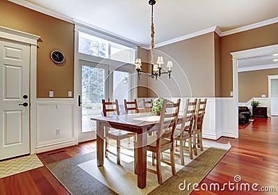 Grote heldere beige eetkamer met kersenhardhout stock foto 39 s afbeelding 28393623 - Grote eetkamer ...