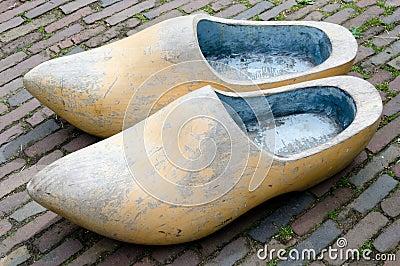 Grote houten schoenen