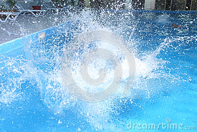 Grote plons in pool
