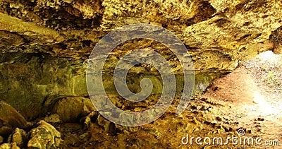 Grottes rocheuses au Kenya en Afrique banque de vidéos