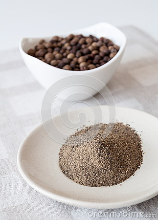 Free Ground Allspice Pepper Stock Images - 28843604