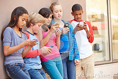 https://thumbs.dreamstime.com/x/group-children-sitting-mall-using-mobile-phones-54990024.jpg