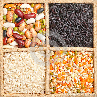Free Group Of Rice, Beans And Lentils Isolated On White Background Royalty Free Stock Photography - 31577667