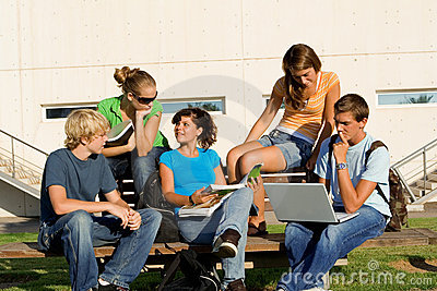 Groupe de travail avec l ordinateur portatif