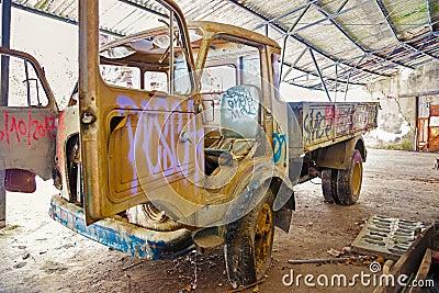 Grunge background, vintage truck