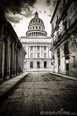 Grungy black and white image of Havana