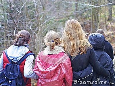 Grupa nastolatków.