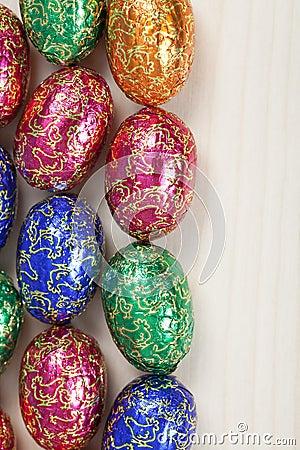 Grupo colorido de huevos de Pascua