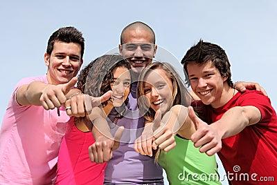Grupo de adolescentes diversos