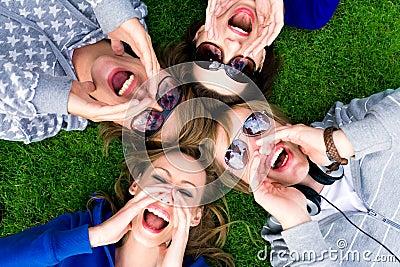 Grupo de grito de los amigos