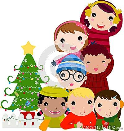 Grupo de niños y de árbol de navidad