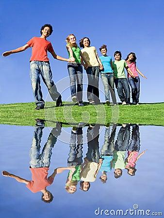 Grupo diverso feliz