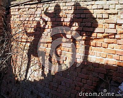 Gruppo di ombre umane sul muro di mattoni fotografia stock for Gruppo bullone muro
