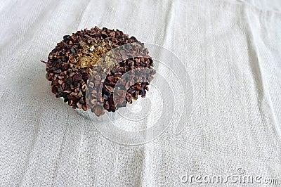 Gâteau de luxe de cuvette avec la poussière d or