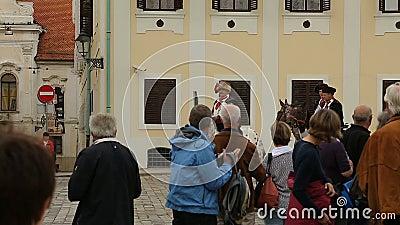 Guardia di Zagabria della guida di onore sui cavalli sul quadrato di St Mark, reggimento del foulard stock footage