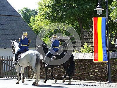 Guardias que patrullan a caballo Fotografía editorial