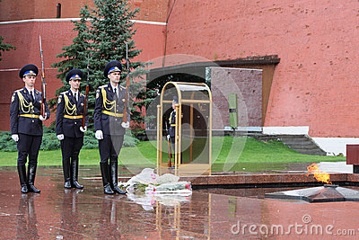 Guards at Kremlin War Memorial Editorial Stock Image