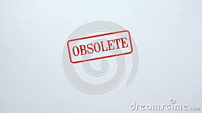 Guarnizione obsoleta timbrata su fondo di carta in bianco, informazioni antiquate, invalide archivi video