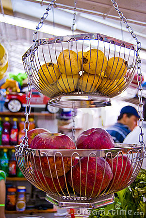 Free Guavas And Apples Royalty Free Stock Images - 4747279