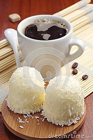 Guimauves avec les noix de coco et le café