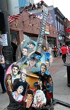 Free Guitar With Country Music Legends Faces Outside Of Legends Live Music Corner, Downtown Nashville Royalty Free Stock Photography - 41075717