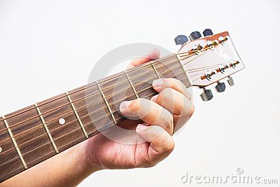 The guitarist show the D chord on the guitar.
