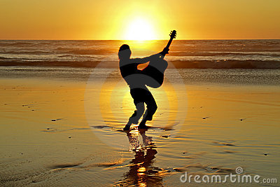 Guitarrista en la playa