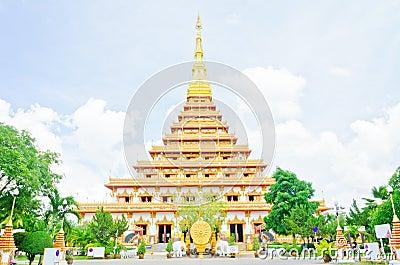 Guld- pagoda på det thailändska tempelet, Khonkaen Thailand