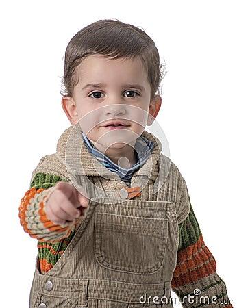 Gulligt barn som pekar på kameran