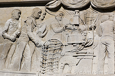 Gun loading bas relief, Portsmouth