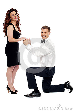 Guy on his knees proposing girl to marry