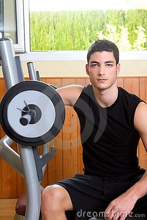 Gym young man posing bodybuilding weigths