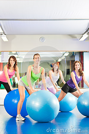 Gymnastikeignungfrauen - Training und Training