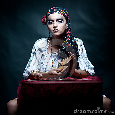 Free Gypsy Fortune Teller Mixing The Tarot Cards. Stock Images - 18435654