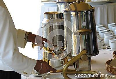 Hällande tea