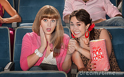 Häpna kvinnor i teater
