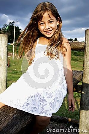 Härlig flicka little leende