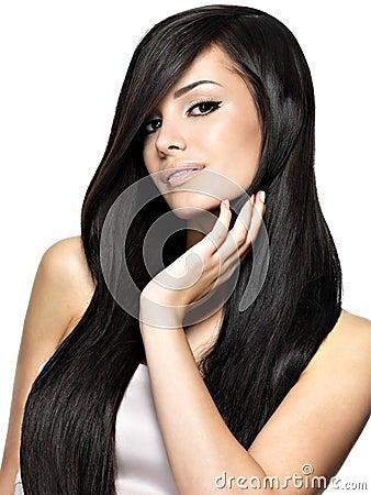 Härlig kvinna med långt rakt hår