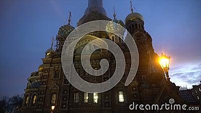 Härlig målad kyrka i St Petersburg stock video
