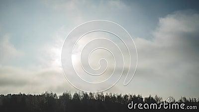 Härligt landskap med stor moln och soluppgång arkivfilmer
